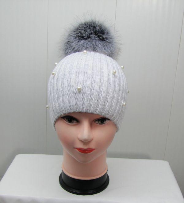 Вязаная шапка с бубоном М-004