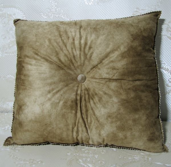 Подушка для интерьера, декора и отдыха М-019